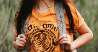 Zo draag jij: 3 x het oranje shirt