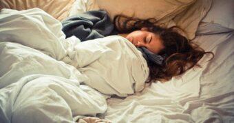 slapen-bed-femfem