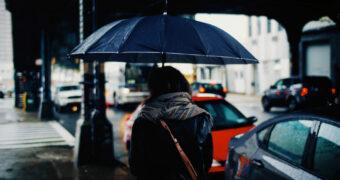 Regen in de zomer: zo zorg je dat het alsnog leuk blijft