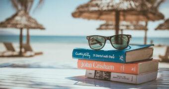 Deze boeken mogen absoluut niet ontbreken in je koffer als je op vakantie gaat