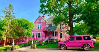 In dit huis ervaar je hoe het is om als Barbie te wonen