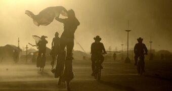 Burning Man: dit waren de coolste looks in de woestijn