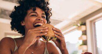 Voor de liefhebbers: Burger King komt met een frikandel speciaal burger