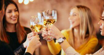 Wijn is fijn en hier dit zijn de gezelligste plekken om het te drinken in Zaandam