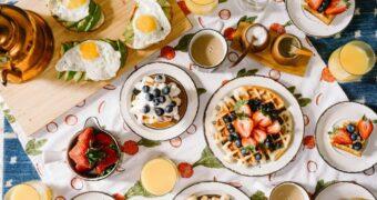 7 buitengewoon goede redenen waarom je ontbijt als avondeten moet eten
