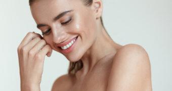 5 dingen die een vrouw met een stralende huid elke dag doet