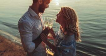 Samen oud worden doe je met een glaasje alcohol