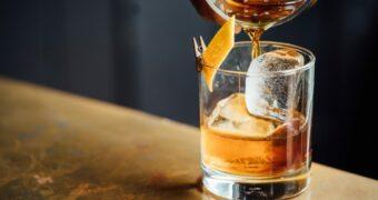 Pindakaas whiskey bestaat en wij willen het om te proosten op het weekend