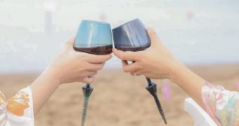 drijvende wijnglazen Fem-Fem