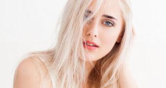 Door deze dagelijkse gewoontes beschadig jij je haar