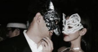 stel met maskers
