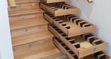 Trap omgetoverd tot wijnvoorraad