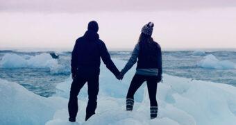 Dit stel laat zien waarom jij met je vriendje naar IJsland wilt